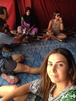 Nosso grupo em uma tenda de nômades do deserto